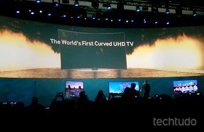 Nova linha de TVs UHD 4K da Samsung tem tela curva  (Foto: Isadora Díaz/TechTudo)