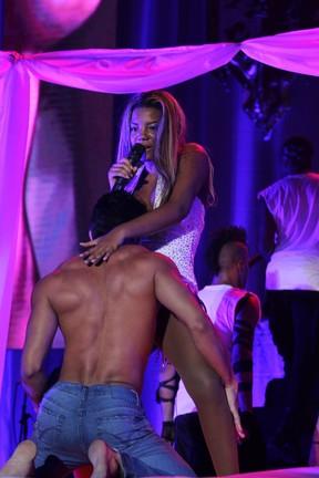 MC Ludmilla em show no Rio (Foto: Alex Palarea e Felipe Assumpção/AgNews)