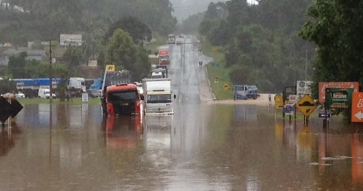 Chuva causa estragos em 13 cidades do PR e atinge mais de 58 mil ... - Globo.com