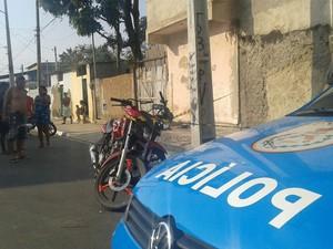 Motociclista morreu no local e outro foi socorrido para hospital (Foto: Diego Corrêa/Folha da Manhã)
