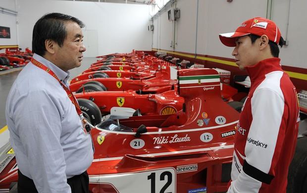 Kamui Kobayashi na fábrica da Ferrari em Maranello (Foto: Divulgação)