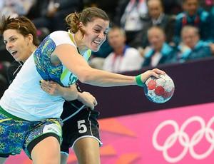 Eduarda Amorim, handebol feminino a partida é Brasil x Montenegro (Foto: Agência AFP)