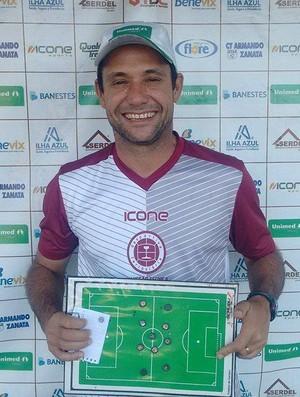 Fabiano Rossato, treinador da Desportiva Ferroviária (Foto: Wagner Chaló/GloboEsporte.com)