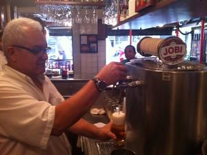 O chope do Jobi já foi premiado em diversos guias de bares do Rio (Foto: Guilherme Brito / G1)