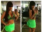 Carol Dias faz selfie de top e minissaia e ganha elogios