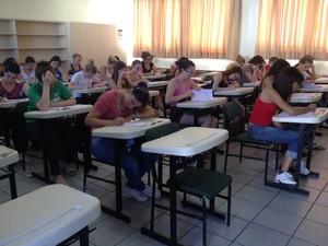 Alunos realizam as provas do segundo dia de vestibular da UFRGS (Foto: Rafaella Fraga/G1)