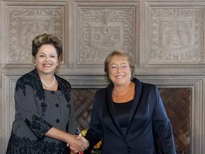 Dilma Rousseff se encontrou com a presidente eleita do Chile, Michelle Bachelet, antes da cerimônia de posse. (Foto: Roberto Stuckert Filho/PR)
