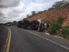 Caminhão tomba e deixa dois mortos na BR-316; uma criança ficou ferida
