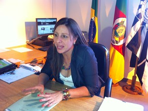 Delegada Sabrina Defennti Animais mortos Ulbra (Foto: Giovani Grizotti/RBS TV)