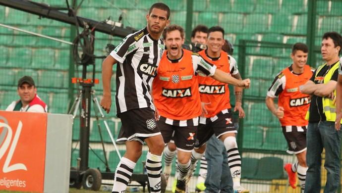 Gol de Clayton Figueirense x Sport (Foto: Luiz Henrique/Figueirense FC)