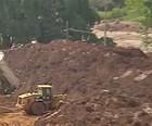 Samarco  leva lama para margem de rio (Reprodução/TV Globo)