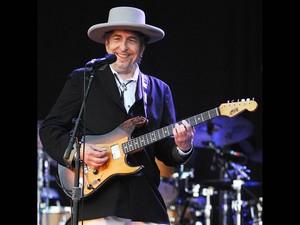 O cantor e compositor Bob Dylan, durante show no festival Vieilles Charrues em Carhaix-Plouguer, no oeste da França, em julho de 2012