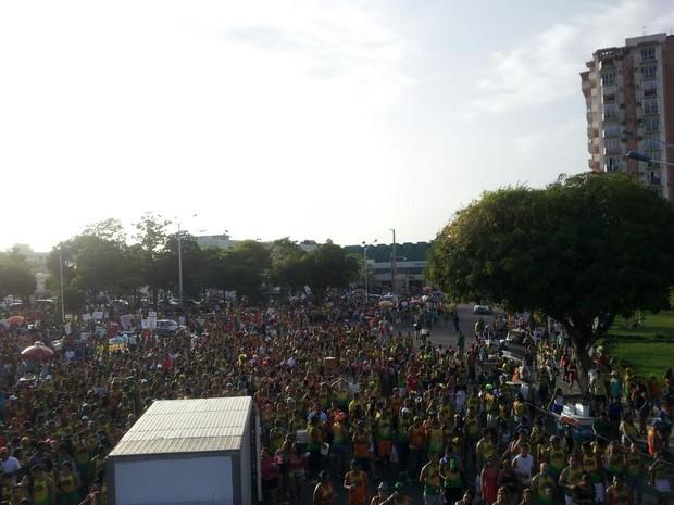 O bloco Crocoouro, no bairro do Jurunas, reuniu as aparelhagens Crocodilo e Ouro Negro. (Foto: Márcio Lins/ Tv Liberal)