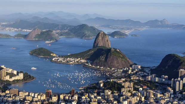 Depois de 20 anos, Baa de Guanabara continua poluda (Thinkstock/Getty Images)