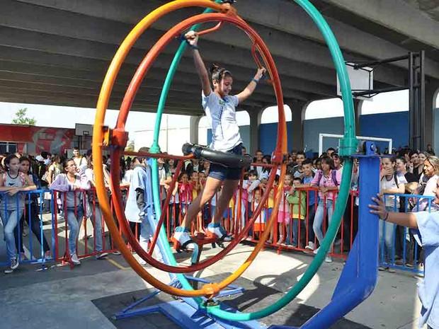 Projeto Ciência Móvel chama a atenção de crianças e jovens em Iguaba Grande, RJ (Foto: Divulgação)