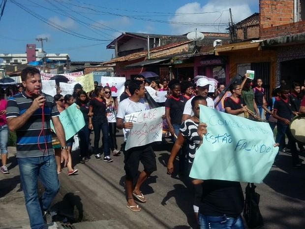 Moradores pedem a entrega da ponte do Tuncuduba.  (Foto: Anna Cristina Campos/ TV Liberal)