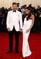 David e Victoria Beckham dão show de estilo em baile de gala nos EUA