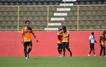 """Alípio exalta treino de bola parada: """"Complica ou facilita vida de um time"""""""