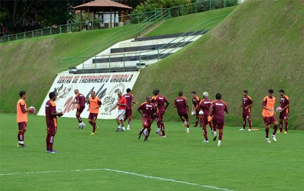 Jogadores do Boa Esporte durante preparação para o Mineiro (Foto: Tiago Campos)