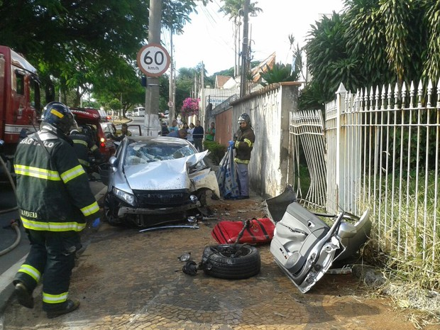 Motorista fica ferido após colidir carro em Campinas (Foto: Priscila Turatto)
