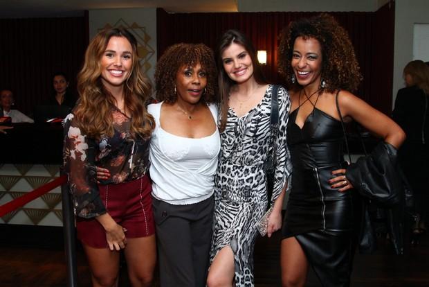 Juliane Araujo, Dhu Moraes, Camila Queiroz e Alinne Prado (Foto: Anderson Borde / AgNews)