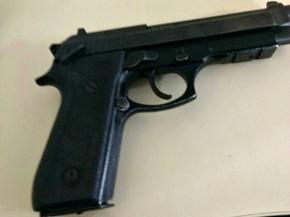 Arma foi encontrada desmontada e escondida dentro de objetos apreendidos após rebelião no presídio Francisco D'Oliveira Conde, em Rio Branco  (Foto: Divulgação/Iapen-AC)