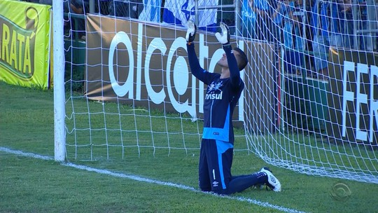 """Gremistas valorizam vitória no """"jogo da vida"""" do Cruzeiro pelo Gauchão"""