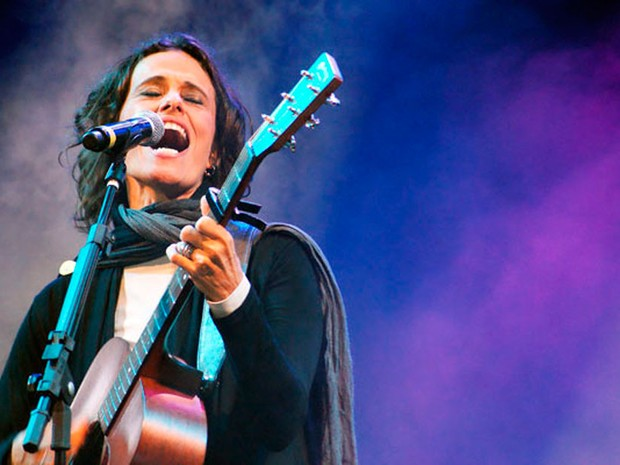 Zélia Duncan foi a primeira atração do segundo dia do Festival de Inverno Bahia (Foto: Egi Santana/G1)