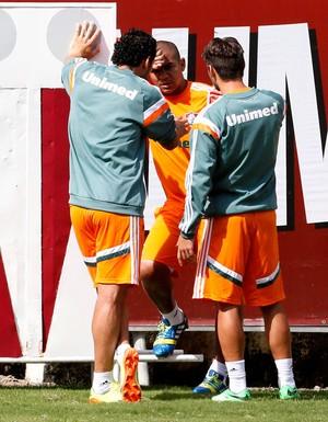 Fred e Sóbis conversando com o Walter (Foto: Marcos Tristão / Agência O Globo )