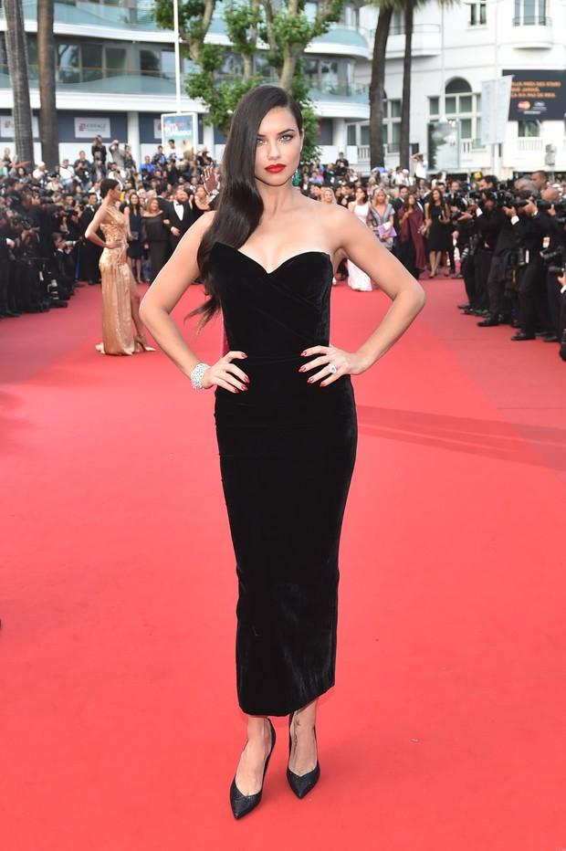 Adriana Lima no Festival de Cannes (Foto: AFP)