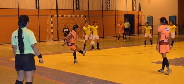 O Atlético Valência, líder com 12 pontos, goleou o Buriti por 4 a 1 (Foto: Alberto Rolla/GLOBOESPORTE.COM)