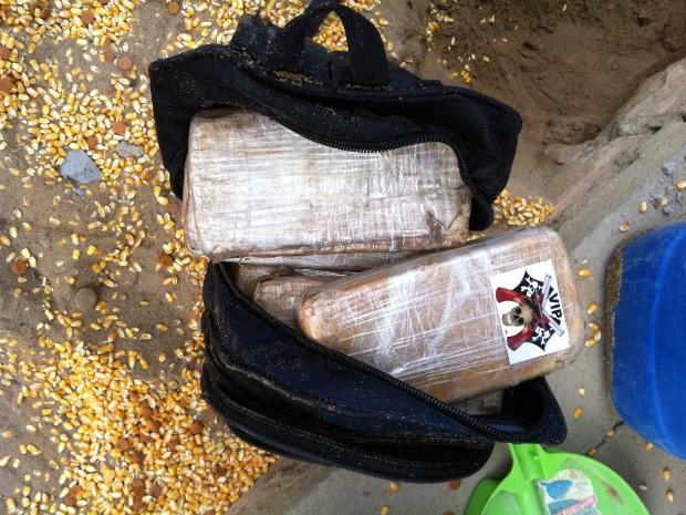 Droga foi encontrada enterrada em propriedade localizada na Grande Natal (Foto: Divulgação/Polícia Federal)