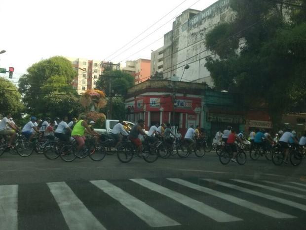 Ciclo Romaria percorre a avenida Magalhães Barata em Belém (Foto: Ingo Müller / G1 Pará)