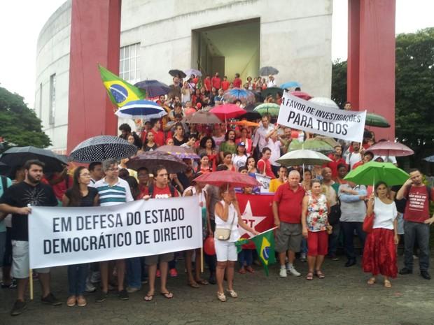 Manifestantes se concentram na Ufes, em Vitória (Foto: Luiz Felipe Guerra/ G1)