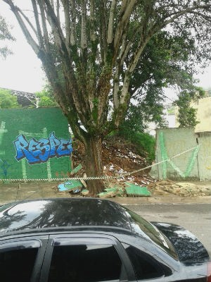 Muro de escola não suportou a intensidade da chuva em Jundiaí (Foto: Emerson Aparecido Delabella/Arquivo pessoal)
