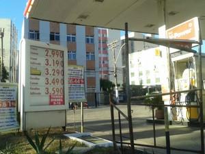 No Shell da Rua Oswaldo Cruz, no Rio Vermelho, o litro da gasolina permanece R$ 3,49 (Foto: João Brito/TV Bahia)
