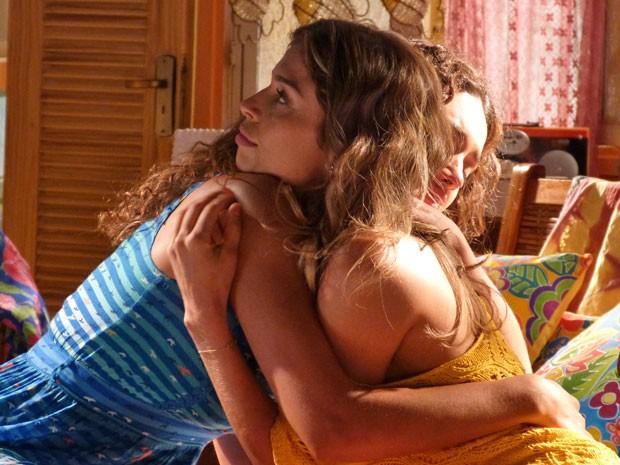 Taís aconselha Ester a ficar com Alberto (Foto: Flor do Caribe / TV Globo)