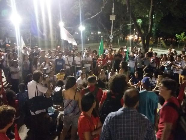 Frente de Luta pelo Transporte Público convocou novo ato contra aumento das tarifas, com concentração na Praça do Derby (Foto: Artur Ferraz / G1)