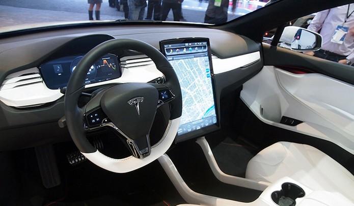 Carros conectados à internet, como o Tesla S, deverão ser alvo de ataques cibernéticos antes do que se imagina (Foto: Divulgação/Tesla) (Foto: Carros conectados à internet, como o Tesla S, deverão ser alvo de ataques cibernéticos antes do que se imagina (Foto: Divulgação/Tesla))
