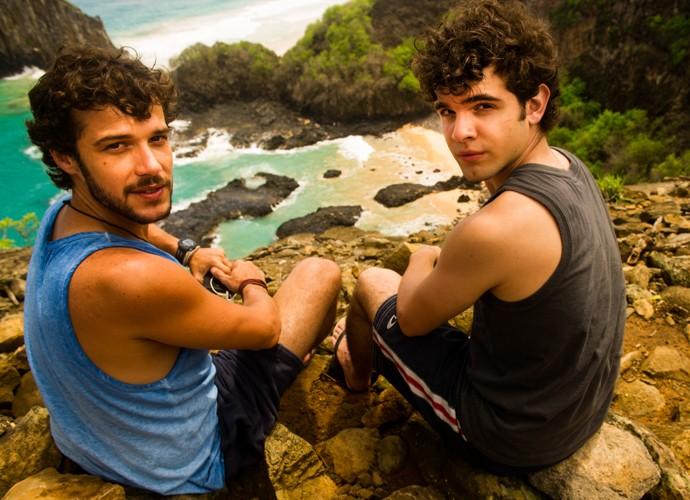Jayminho e Ghilherme Lobo posam em Fernando de Noronha. Que visual, hein? (Foto: João Miguel Júnior / Globo)
