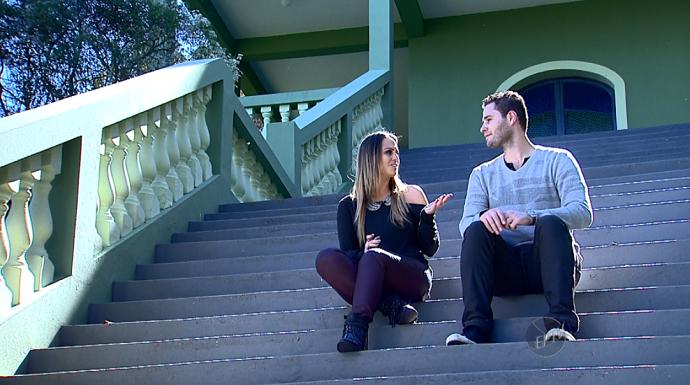 Pedro e Aline apresentam o programa na cidade de São Pedro (SP) (Foto: reprodução EPTV)