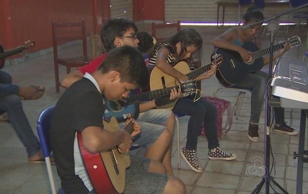 Estudantes do Amapá participam de projeto de música (Foto: Bom Dia Amazônia)