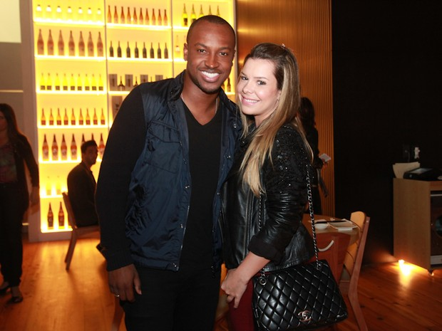 Thiaguinho e Fernanda Souza em inauguração de restaurante na Zona Oeste do Rio (Foto: Miguel Sá/ Divulgação)