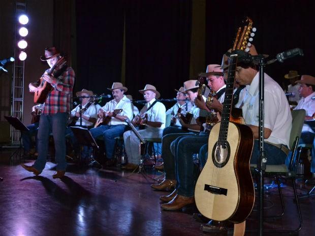Orquestra de Violas e Cultura Caipira de Valinhos se apresenta em Piedade (Foto: Divulgação/ Assessoria de Imprensa)
