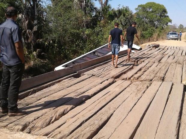 ônibus que transportava 46 católicos caiu de uma ponte na zona rural de Peixe (Foto: Divulgação )
