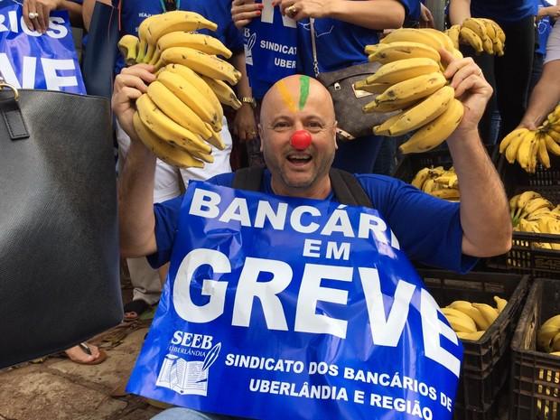 Manifestação bancários Uberlândia (Foto: Stanley Matias/G1)