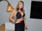 Geisy Arruda usa look ousado e exibe boa forma na noite paulistana