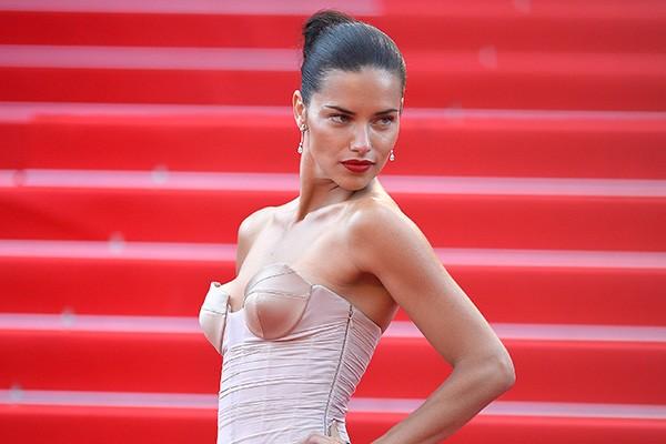 A modelo brasileira revelou em entrevista a GQ, em 2006, que só teria relações sexuais após o casamento. Ela casou-se três anos depois com o jogador Marko Jarić. (Foto: Getty Images)