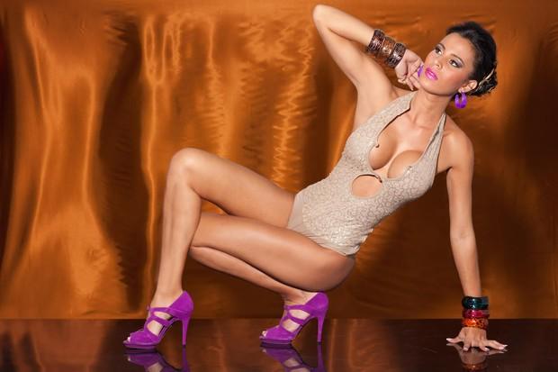 Lorena Bueri em ensaio sensual (Foto: CO Assessoria/Divulgação)