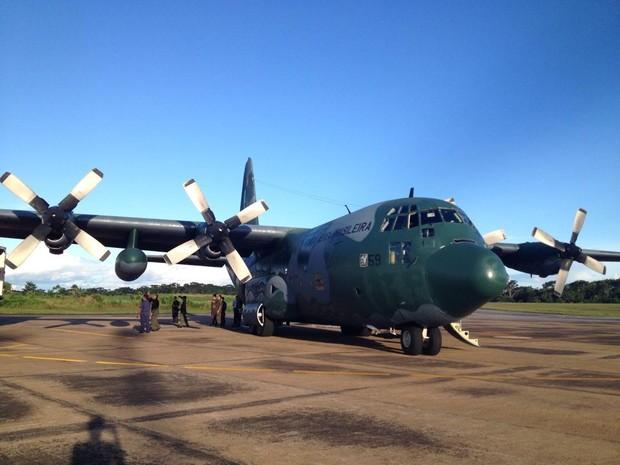 Avião da Força Aéra Brasileira transporta produtos presos na BR-364 (Foto: Andréa Zílio/arquivo pessoal)